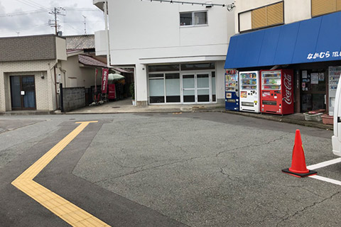出るとなかむら商店さんがあるので、そこを左に曲がります。